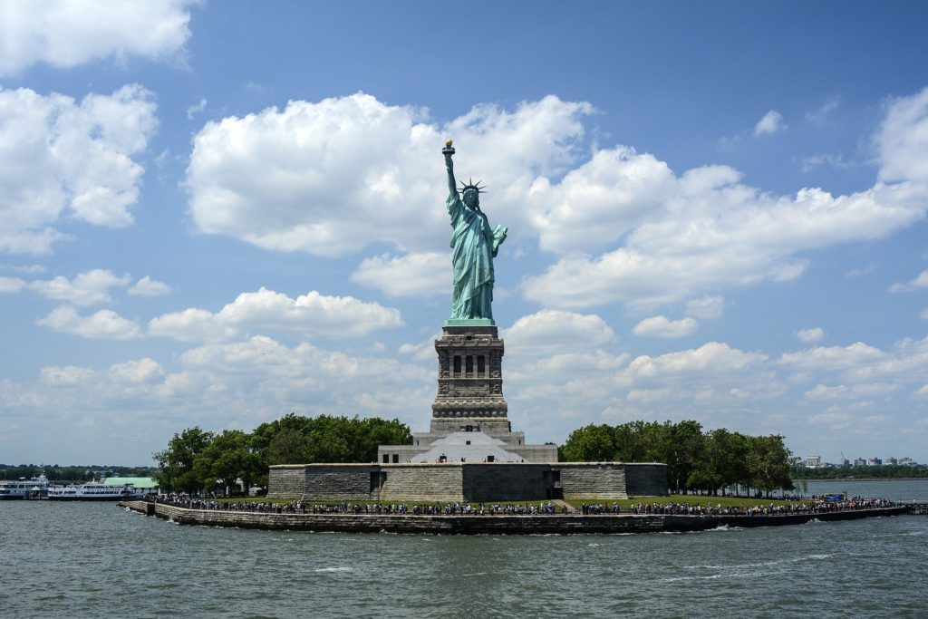 statue-of-liberty-1075752_1920